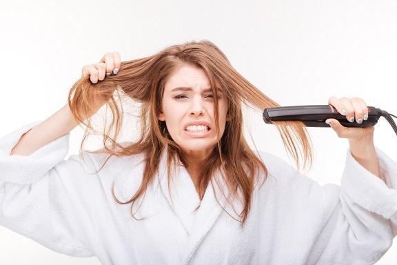 החלקה לאישה עם שמירה על מראה שיער בריא